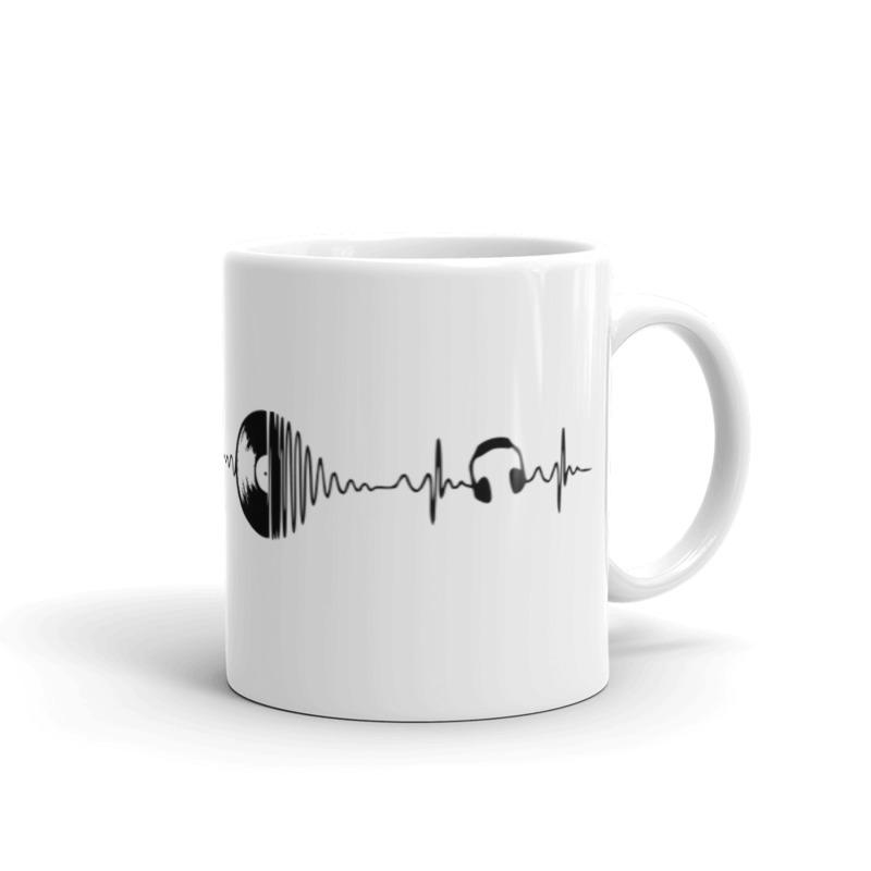 Ausinės ir diskas ant puodelio